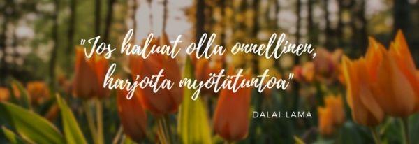 Kuvassa tulppaaneja ja teksti Jos haluat olla onnellinen, harjoita myötätuntoa. Dalai -lama